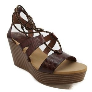 Groove Lace Up Wedge Sandal - Sz 8